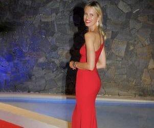 """Modelis Karolina Kurkova festivalyje """"Starlite Gala"""" vilkėjo efektingą PRONOVIAS vakarinę suknelę"""