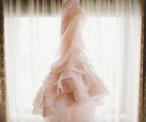 Ką turi žinoti kiekviena nuotaka prieš renkantis vestuvinę suknelę.
