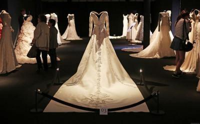 Laikui nepavaldžios meilės istorijos: kas puošėsi muziejaus eksponatais virtusiomis suknelėmis?