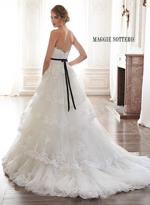 vestuvines-sukneles-bettina-2