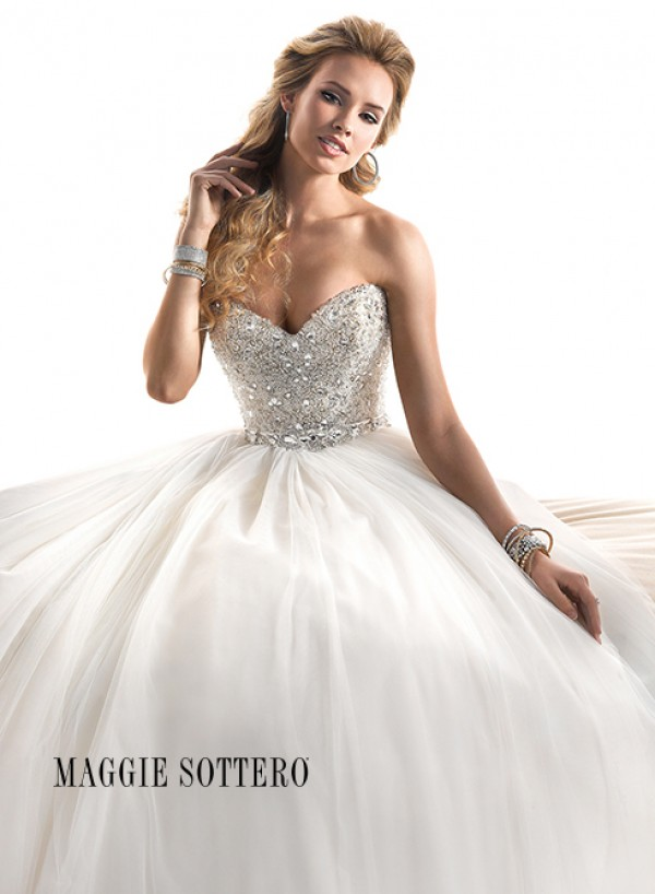 vestuvines-sukneles-esme-3