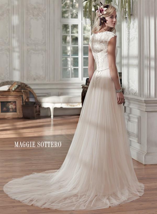 vestuvines-sukneles-patience-marie-2