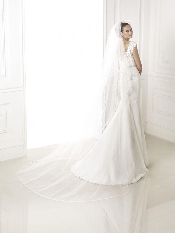 vestuvines-sukneles-pronovias-botis-2