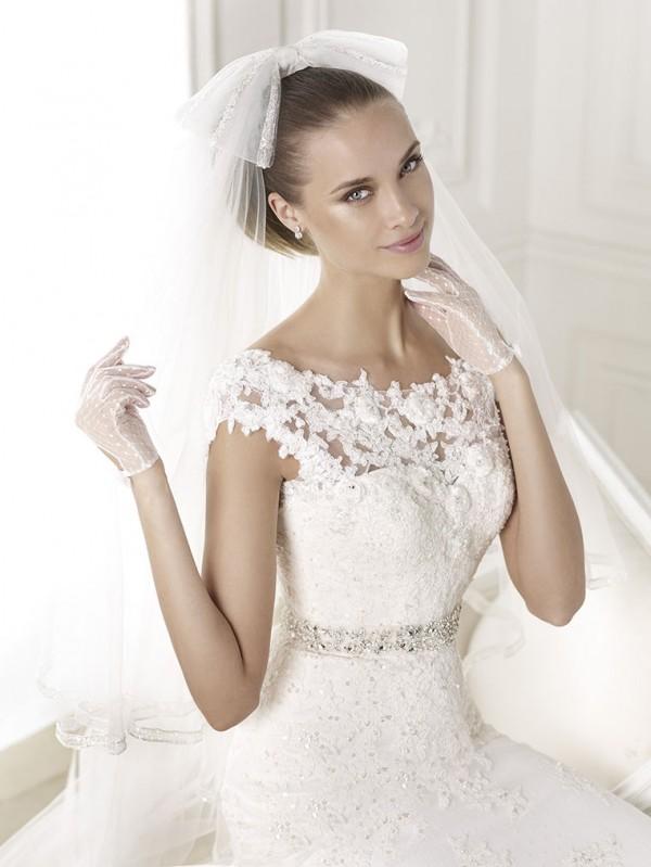 vestuvines-sukneles-pronovias-botis-3