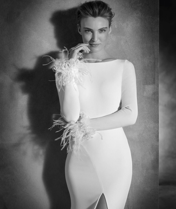 vestuvines-sukneles-pronovias-nuria-2