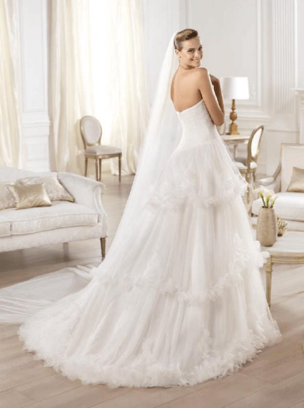 vestuvines-sukneles-pronovias-olanta-3