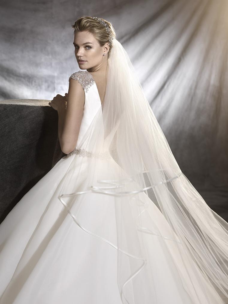 vestuvines sukneles pronvoias ovidia c