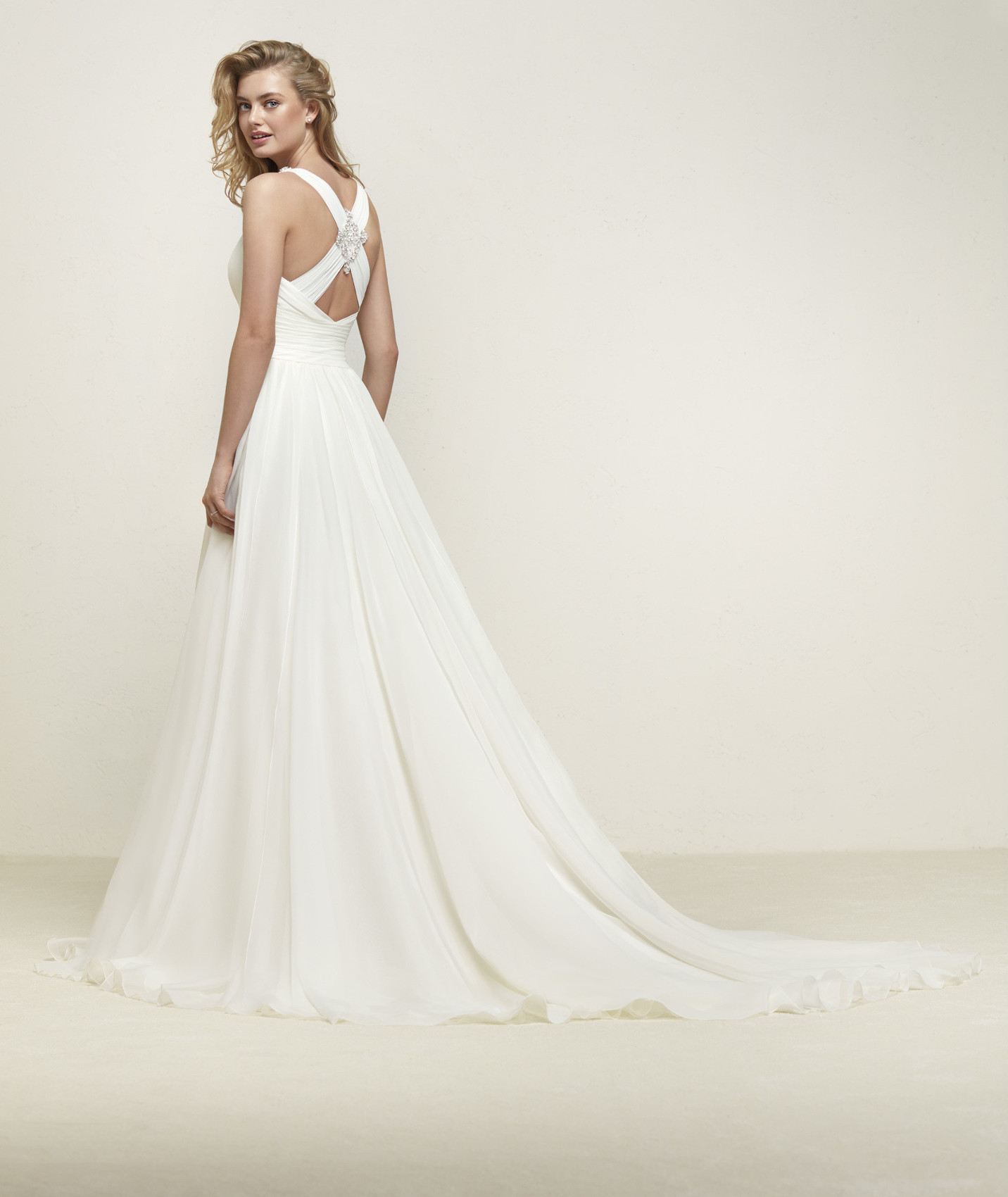 vestuvines sukneles pronovias dresden b