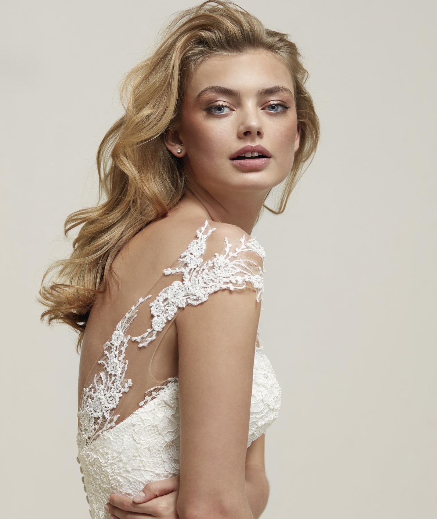 vestuvines sukneles pronovias drina c