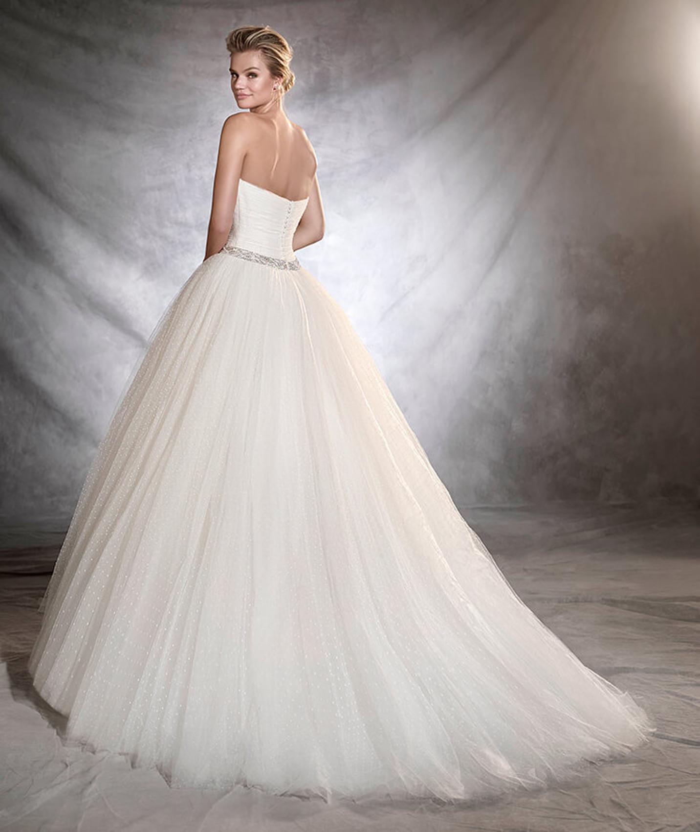 vestuvines sukneles pronovias ovalia b