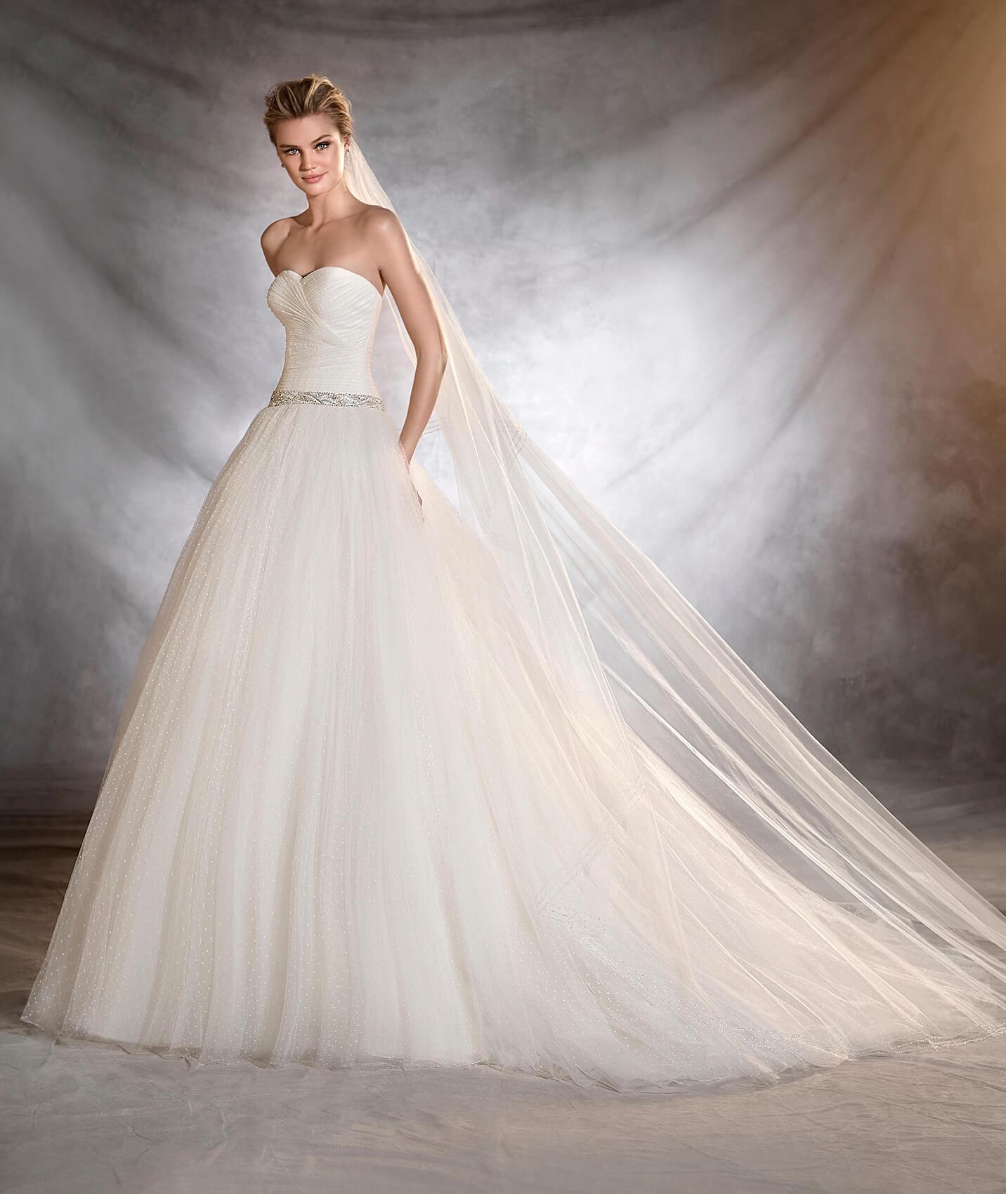 Ovalia vestuvinė suknelė